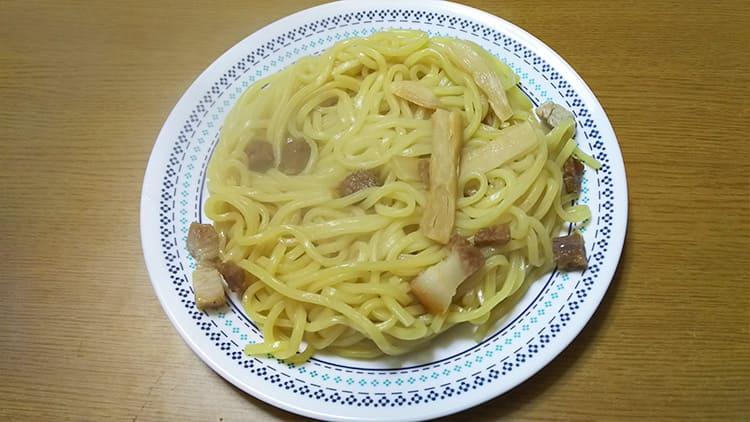 温めた炙り焼豚の極太つけ麺