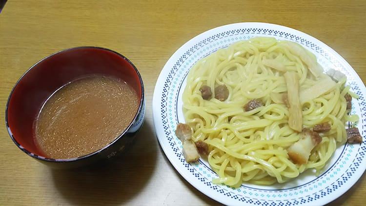 炙り焼豚の極太つけ麺の麺とタレ