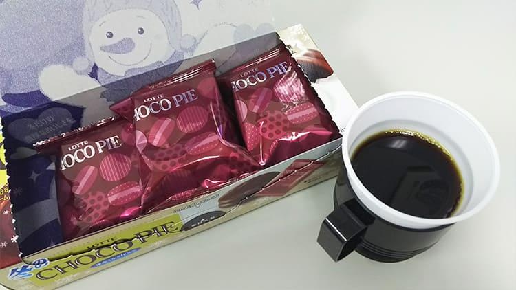 冬のチョコパイ<深みミルク仕立て>とコーヒー