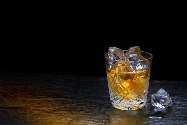 ウイスキーとひとかけらの氷