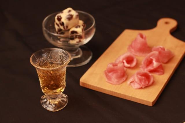 美味しそうなおつまみとウイスキー