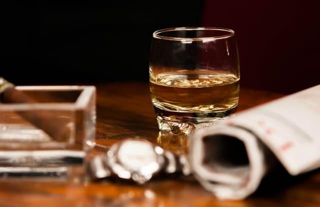 卓上のウイスキー