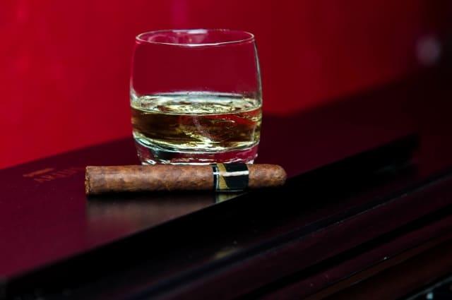 ウイスキーと葉巻