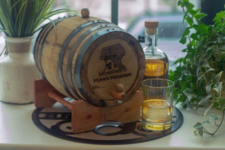 ウイスキーの樽のミニチュア