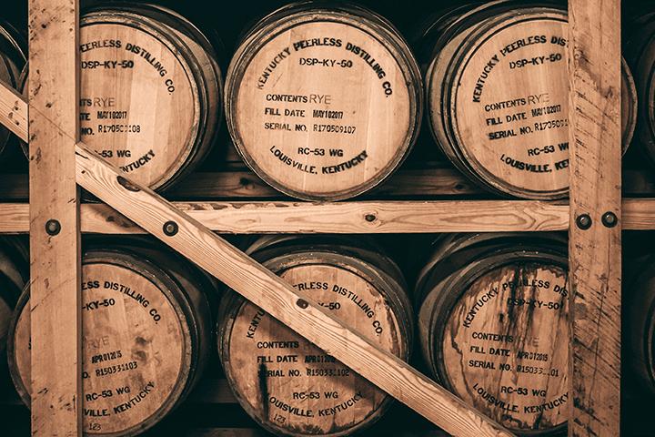 ウイスキーの入った樽