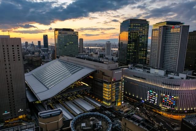 夕暮れの大阪駅