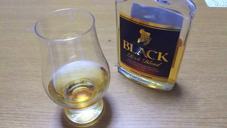 ブラックニッカリッチブレンドをストレートで飲む