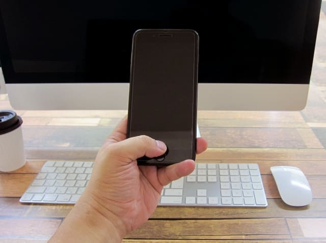 黒いスマートフォン