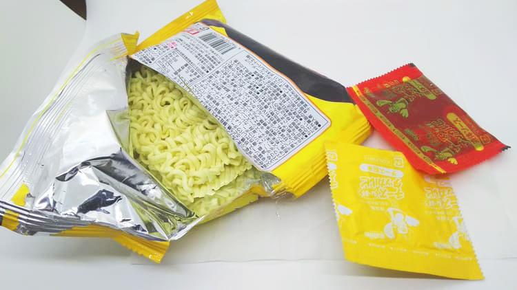 韓国の袋麺の封入物