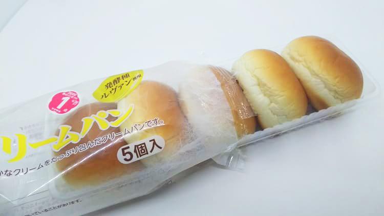 開封された薄皮クリームパン