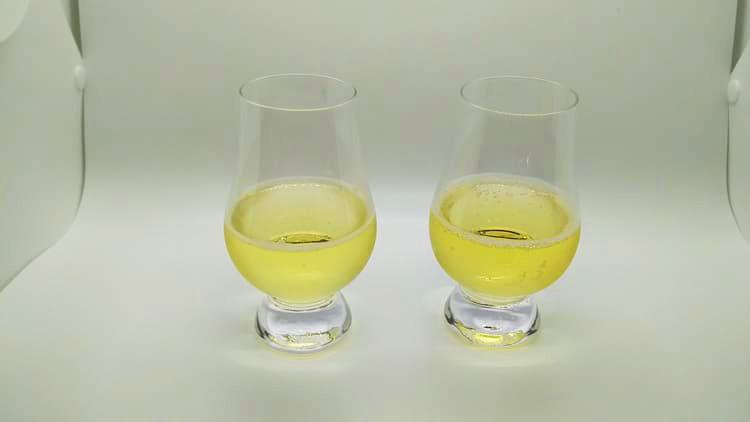 ハイボールの液色を確認する