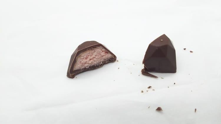 チョコレートの断面図