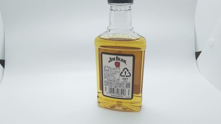 ジムビームのボトルの背面
