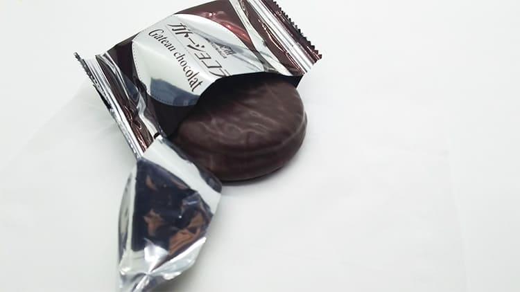 卓上のガトーショコラ