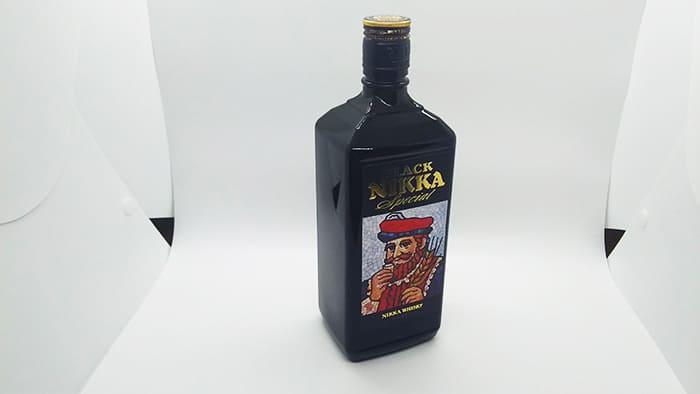 黒い瓶のウイスキー