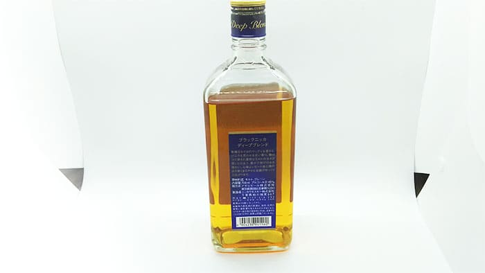 ウイスキーのボトルの背面