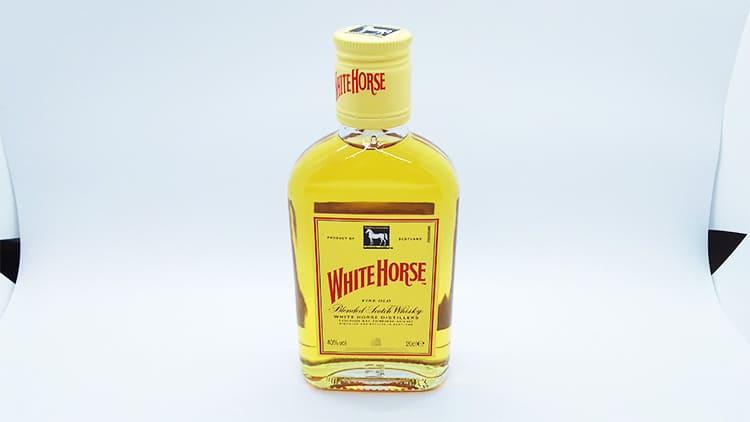 ウイスキーホワイトホースのボトル