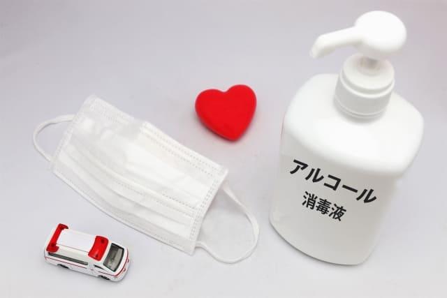 マスクと除菌アルコール