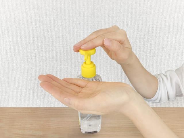 手を除菌する