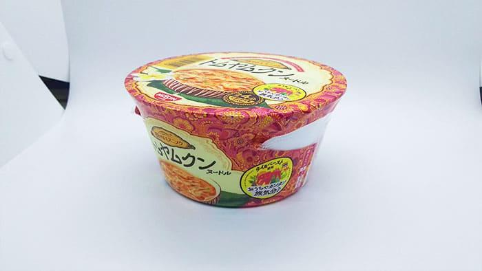 カップ麺のパッケージ側面