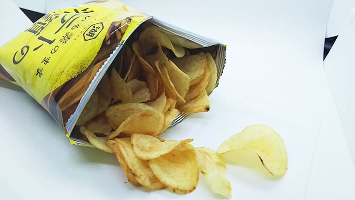 味の付いていないポテトチップス