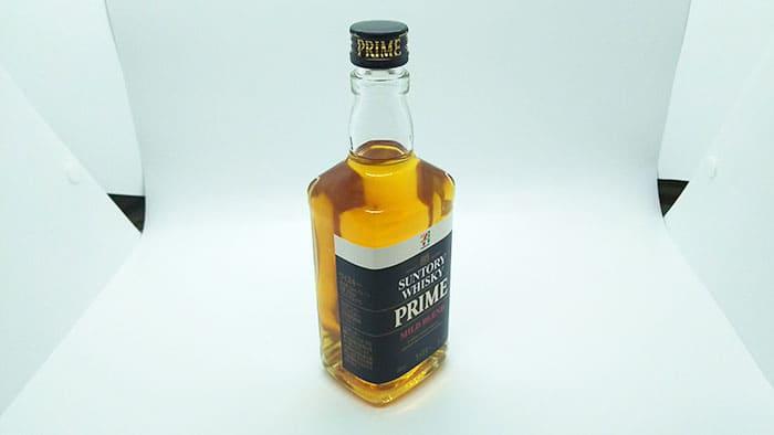 黒いラベルのウイスキー