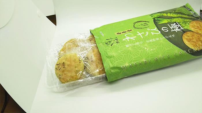 緑色のパッケージのお菓子