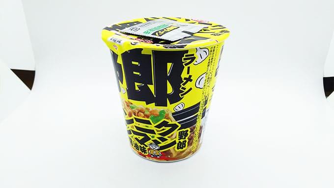 黄色のパッケージのカップ麺