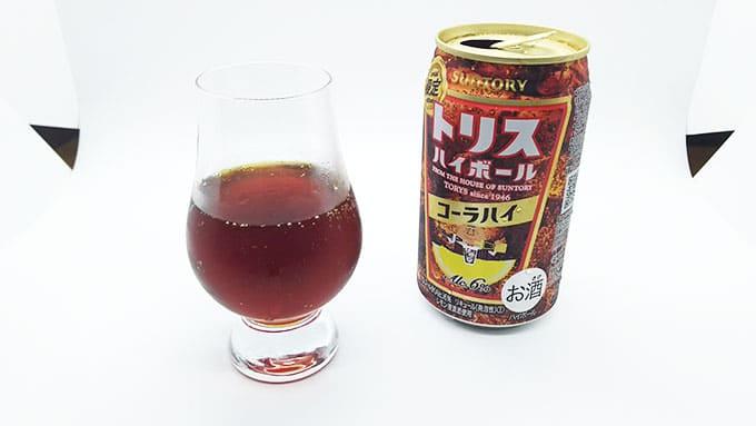 コーラハイボール缶とグラス