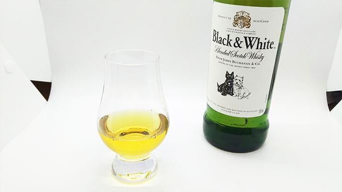 ブラックアンドホワイトのストレート