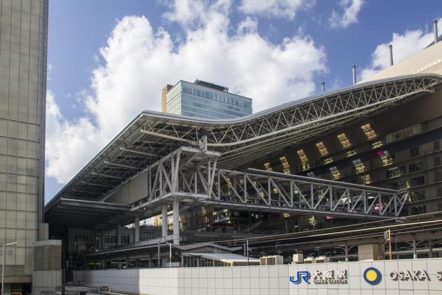 青空と大阪駅