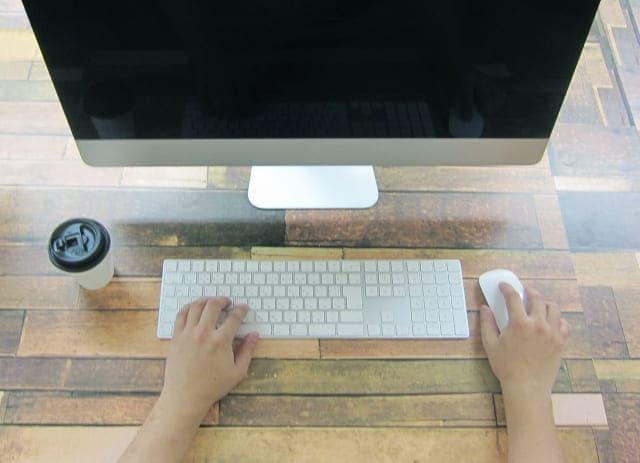 Macのキーボードとディスプレイ