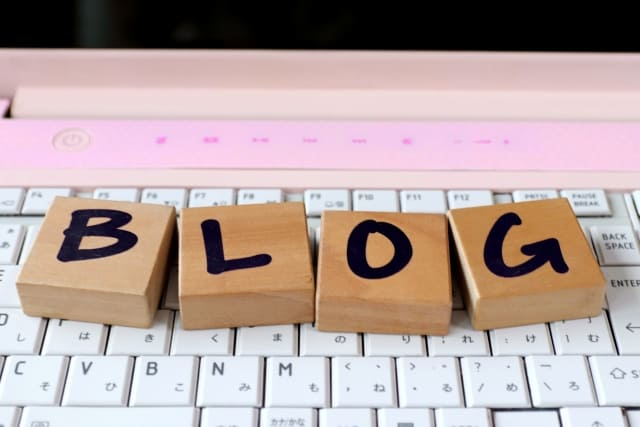 「BLOG」と書かれたブロック