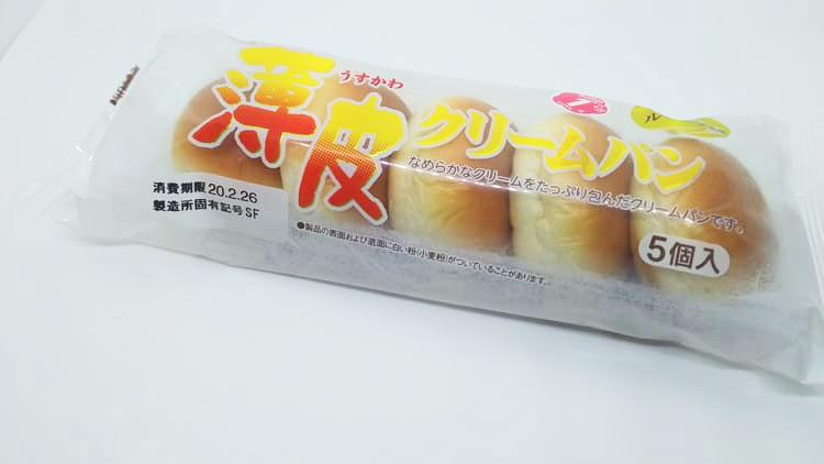 袋に入った薄皮クリームパン